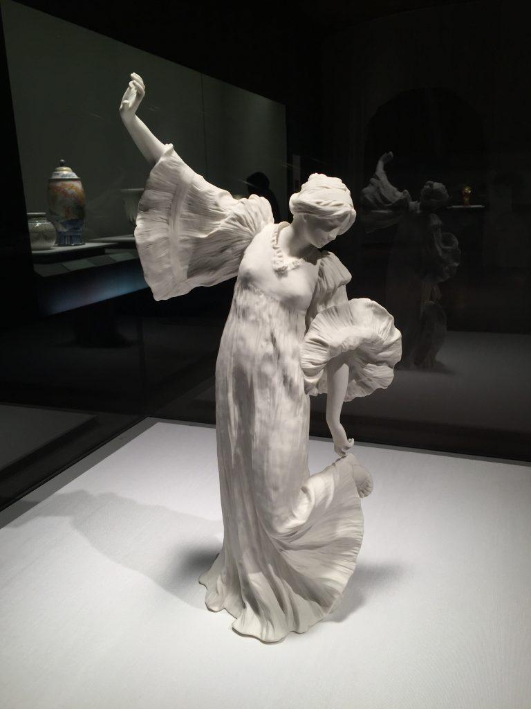 ダンサーNo.5(テーブルセンターピース「スカーフダンス」より) アガトン・レオナール 1899-1900年 セーヴル陶磁都市