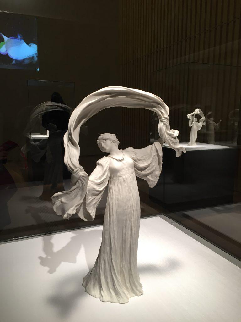 ダンサーNo.14(テーブルセンターピース「スカーフダンス」より) アガトン・レオナール 1899-1900年 セーヴル陶磁都市